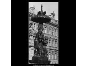 Empírová Wimmerova kašna (3198-2), Praha 1964 září, černobílý obraz, stará fotografie, prodej