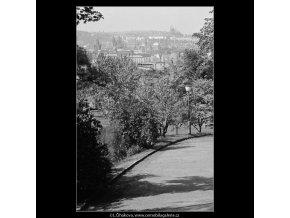 Pohled na Prahu (3203), Praha 1964 září, černobílý obraz, stará fotografie, prodej