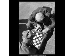 Šachisté (3206), žánry - Praha 1964 září, černobílý obraz, stará fotografie, prodej