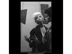 Figuriny (3213), žánry - Praha 1964 září, černobílý obraz, stará fotografie, prodej