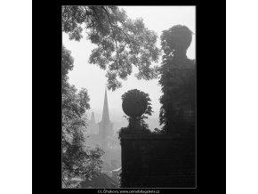 Zídka s břečťanem (3267-7), Praha 1964 říjen, černobílý obraz, stará fotografie, prodej