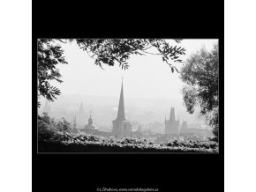 Věže za zídkou (3267-8), Praha 1964 říjen, černobílý obraz, stará fotografie, prodej
