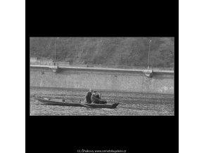 Rybáři (3305), žánry - Praha 1964 listopad, černobílý obraz, stará fotografie, prodej