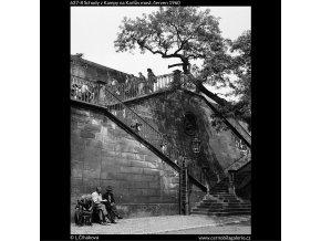 Schody z Kampy na Karlův most (637-8), Praha 1960 červen, černobílý obraz, stará fotografie, prodej