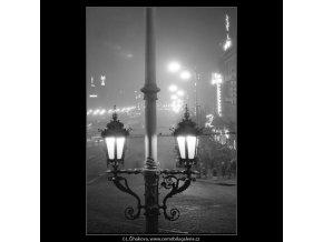 Večerní Václavské náměstí (3350), Praha 1964 listopad, černobílý obraz, stará fotografie, prodej