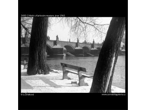 Motiv s Karlovým mostem (3450-1), Praha 1965 únor, černobílý obraz, stará fotografie, prodej