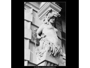 Plastiky na domě (3473-1), Praha 1965 únor, černobílý obraz, stará fotografie, prodej