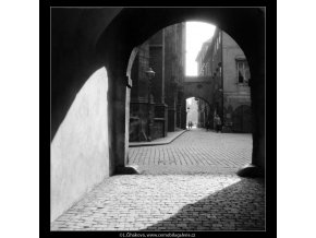 Pohled z brány Ungeltu (660), Praha 1960 červen, černobílý obraz, stará fotografie, prodej