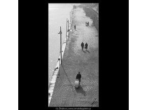 Náplavka (3479), Praha 1965 únor, černobílý obraz, stará fotografie, prodej