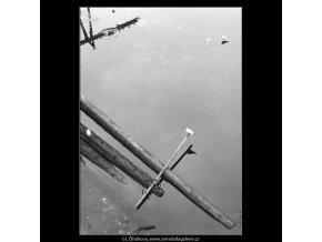 Rackové a klády (3480-3), Praha 1965 únor, černobílý obraz, stará fotografie, prodej