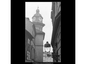 Pohled na střechy, domy a okna (3584-1), Praha 1965 březen, černobílý obraz, stará fotografie, prodej