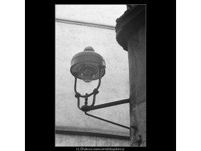 Plynová lampa (3599), žánry - Praha 1965 březen, černobílý obraz, stará fotografie, prodej
