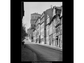 Pohled do Hradčanského Úvozu (3603-1), Praha 1965 duben, černobílý obraz, stará fotografie, prodej