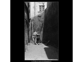 Milenci (3612-1), žánry - Praha 1965 duben, černobílý obraz, stará fotografie, prodej