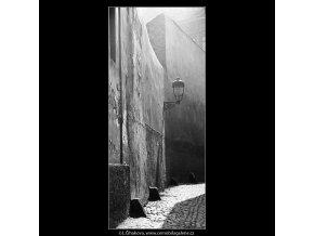 Světla a stíny (3613), žánry - Praha 1965 duben, černobílý obraz, stará fotografie, prodej