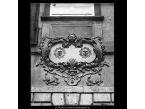 U Dvou slunců (3620-4), Praha 1965 duben, černobílý obraz, stará fotografie, prodej