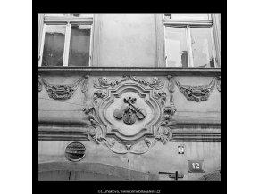 U Tří housliček (3620-5B), Praha 1965 duben, černobílý obraz, stará fotografie, prodej
