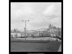 Pražský hrad (3631-2), Praha 1965 duben, černobílý obraz, stará fotografie, prodej