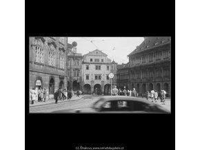 Malostranské náměstí (3637-4), Praha 1965 duben, černobílý obraz, stará fotografie, prodej