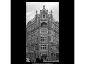 Dům s věžičkami na štítu (4718-2), Praha 1966 srpen, černobílý obraz, stará fotografie, prodej