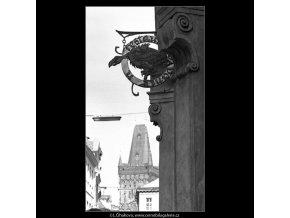Vývěsní štít restaurace U supa (4714), Praha 1966 srpen, černobílý obraz, stará fotografie, prodej