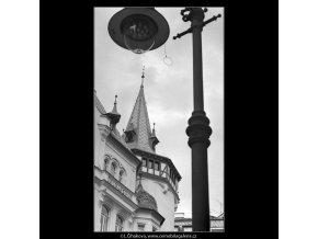Věžička na domě a lampa (4710), Praha 1966 srpen, černobílý obraz, stará fotografie, prodej