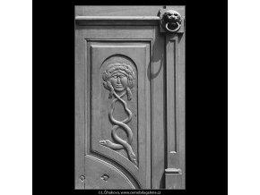Ozdoba na dveřích (3672), Praha 1965 červen, černobílý obraz, stará fotografie, prodej
