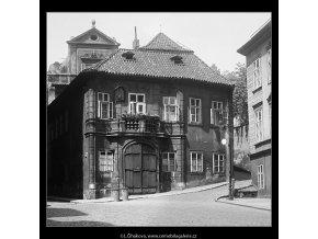 Rohový domek (3699), Praha 1965 květen, černobílý obraz, stará fotografie, prodej