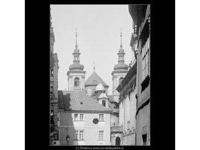 Z Karlovy ulice (3725), Praha 1965 květen, černobílý obraz, stará fotografie, prodej