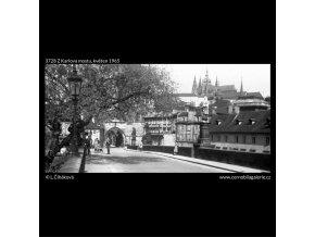 Z Karlova mostu (3728), Praha 1965 květen, černobílý obraz, stará fotografie, prodej