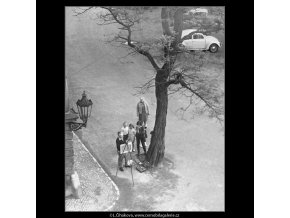 Malíř (3752), žánry - Praha 1965 červen, černobílý obraz, stará fotografie, prodej