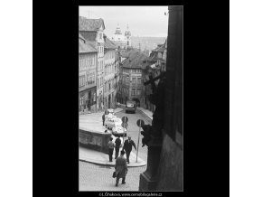 Pohled do Nerudovy ulice (3760-2), Praha 1965 červen, černobílý obraz, stará fotografie, prodej