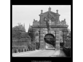 Leopoldova brána (3761-2), Praha 1965 červen, černobílý obraz, stará fotografie, prodej