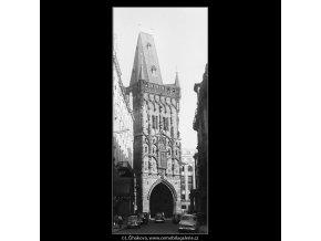Zadní část Prašné brány (3768), Praha 1965 červen, černobílý obraz, stará fotografie, prodej
