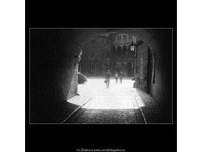 Průhled do Ungeltu (3770), Praha 1965 červen, černobílý obraz, stará fotografie, prodej