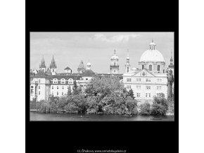 Věže u Křižovníků (3774), Praha 1965 červen, černobílý obraz, stará fotografie, prodej