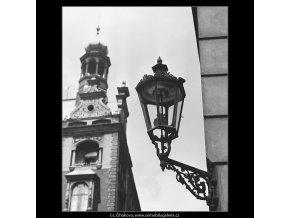 Lucerna na rohu ulice (3778), Praha 1965 červen, černobílý obraz, stará fotografie, prodej