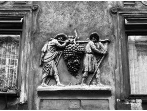 U Modrého hroznu (3797), Praha 1965 červen, černobílý obraz, stará fotografie, prodej