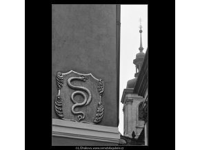 U Zlatého hada (3810-2), Praha 1965 červenec, černobílý obraz, stará fotografie, prodej