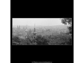 Pohled na Prahu (3820), Praha 1965 červenec, černobílý obraz, stará fotografie, prodej