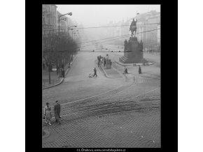 Pohled od Muzea na Václavské náměstí (1024-2), Praha 1960 prosinec, černobílý obraz, stará fotografie, prodej