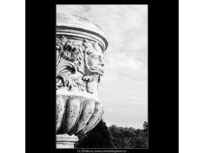 Obnovené vázy - zámek Troja (3823-3), Praha 1965 červenec, černobílý obraz, stará fotografie, prodej