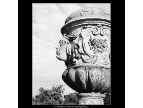 Obnovené vázy - zámek Troja (3823-4), Praha 1965 červenec, černobílý obraz, stará fotografie, prodej