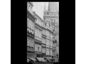 Domy v Mostecké (3842), Praha 1965 červenec, černobílý obraz, stará fotografie, prodej