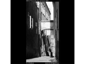 Z Thunovské ulice (3844), Praha 1965 červenec, černobílý obraz, stará fotografie, prodej