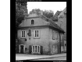 Barokní domek U bílé botky (3869-2), Praha 1965 srpen, černobílý obraz, stará fotografie, prodej