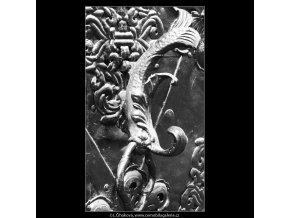 Klepadlo s rybou (3875), Praha 1965 srpen, černobílý obraz, stará fotografie, prodej