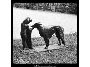 Plastika (3876-2), Praha 1965 srpen, černobílý obraz, stará fotografie, prodej
