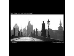 Karlův most časně ráno (3877-1), Praha 1965 srpen, černobílý obraz, stará fotografie, prodej