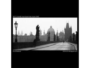 Karlův most časně ráno (3877-2), Praha 1965 srpen, černobílý obraz, stará fotografie, prodej
